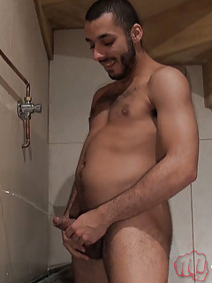 Gay Pissing Porn